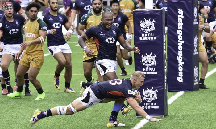 Max Woodward scores for Hong Kong to take the score to 17-0 after a successful conversion by Matthew Rosslee in the Asia/Oceana playoff match against the Cook Islands in Hong Kong on Saturday July 7, 2018. (Bill Cox/Epoch Times)