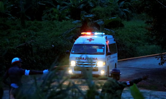 An ambulance leaves from Tham Luang cave complex in the northern province of Chiang Rai, Thailand, July 9, 2018. (Reuters/Soe Zeya Tun)