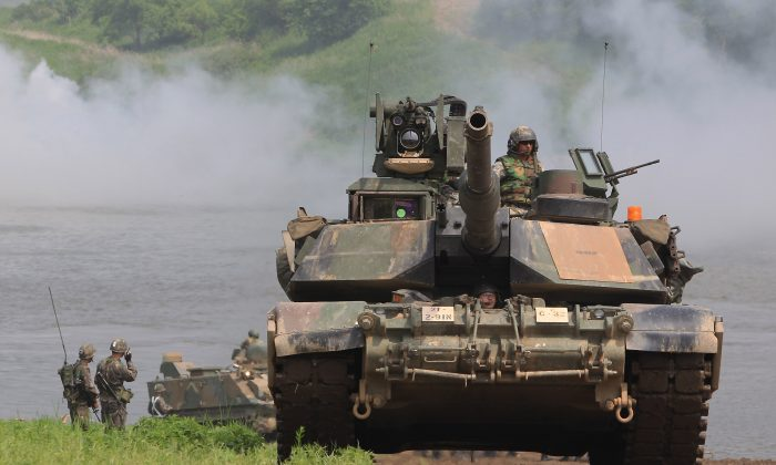 A U.S. Army M1A2 tank from 2nd Battalion, 9th Infantry Regiment of the 1st Armored Brigade Combat Team of 2nd infantry division participate in a river crossing exercise on May 30, 2013, in Yeoncheon-gun, South Korea. (Chung Sung-Jun/Getty Images)