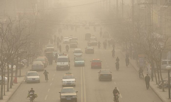 Smog down a main street of Linfen, a city in China's Shanxi Province, on Dec. 9, 2009. (Peter Parks/AFP/Getty Images)
