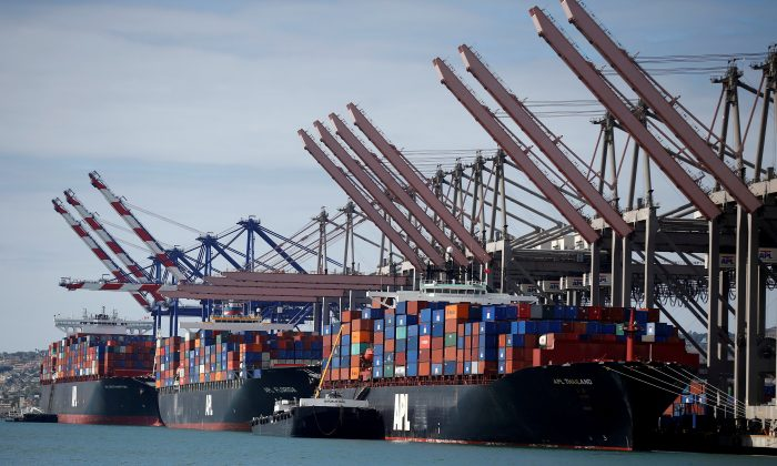 Container ships sit in berths at the Port of Los Angeles, Calif. on October 15, 2014.  (Lucy Nicholson/File Photo)
