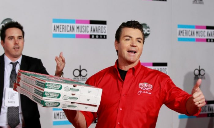 John Schnatter (R), founder and chief executive of Papa John's Pizza, arrives at the 2011 American Music Awards in Los Angeles November 20, 2011. (Reuters/Danny Moloshok/File Photo)
