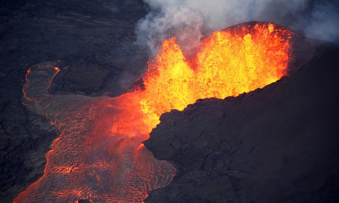 Lava erupts in Leilani Estates during ongoing eruptions of the Kilauea Volcano in Hawaii, U.S., June 5, 2018.  (Reuters/Terray Sylvester/File Photo)