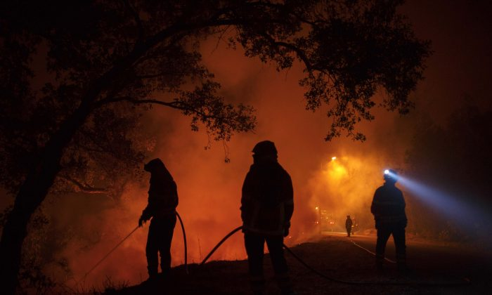 Firefighters battle a forest wildfire next to Vilarinho village, near Lousa on October 16, 2017 in Coimbra region, Portugal. (Pablo Blazquez Dominguez/Getty Images)