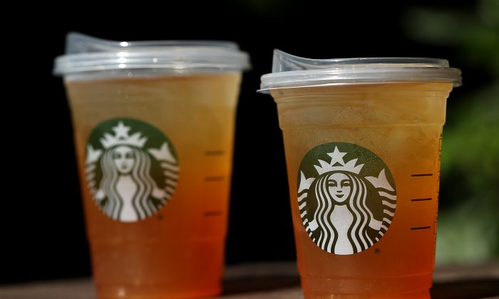 New recyclable, strawless lids at Starbucks. (Justin Sullivan/Getty Images)
