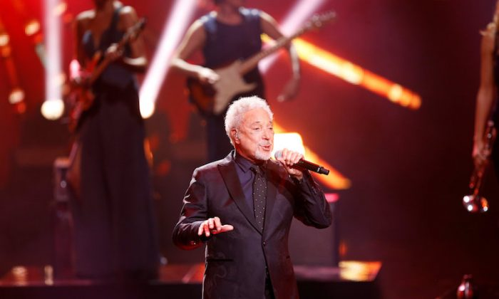 Singer Tom Jones performs on stage during the Bambi 2017 Awards ceremony in Berlin, Germany Nov. 16, 2017. (REUTERS/Axel SchmidtREUTERS/File Photo)