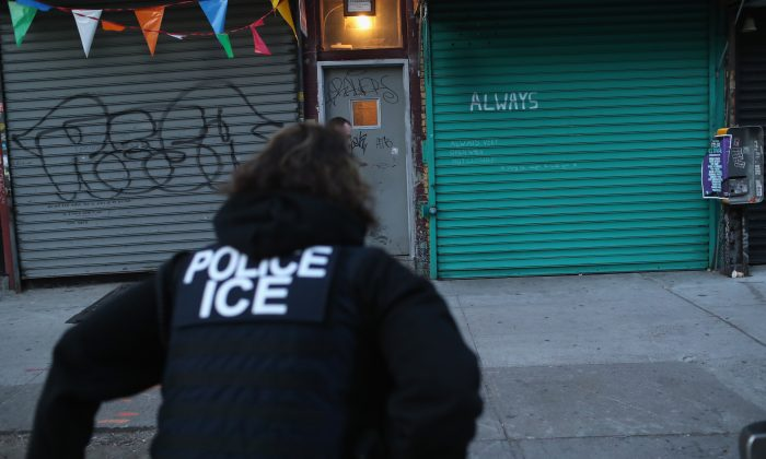 An Immigration and Customs Enforcement agent during an operation in the Bushwick neighborhood of Brooklyn, N.Y., on April 11, 2018. Missouri officials detained more than a dozen people who were found in a vehicle near Eureka on Aug. 2, according to local reports.(John Moore/Getty Images)