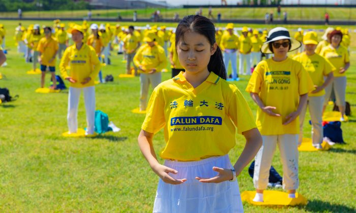 Falun Gong practitioners demonstrate their discipline's exercises in Washington on July 19, 2018. (Mark Zou/Epoch Times)