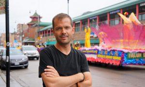 Falun Dafa Practitioners' Parade Brightens Chicago's Chinatown