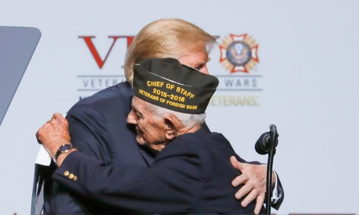 President Donald Trump embraces 94-year-old WWII veteran Allen Q. Jones at the 119th annual Veterans of Foreign Wars conference in Kansas City, Mo., on July 24, 2018. (Charlotte Cuthbertson/The Epoch Times)