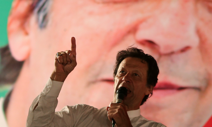 Imran Khan, chairman of the Pakistan Tehreek-e-Insaf (PTI) gestures while addressing his supporters during a campaign meeting ahead of general elections in Islamabad, Pakistan, July 21, 2018. (Reuters/Athit Perawongmetha/File Photo)