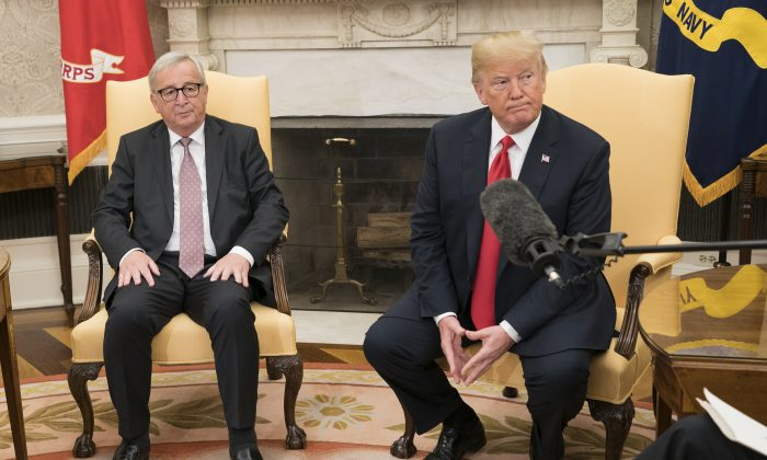 US President Donald Trump (R) meets with President of the European Commission Jean-Claude Juncker, in the Oval Office at the White House in Washington, DC on July 25, 2018. (Kevin Dietsch-Pool/Getty Images)