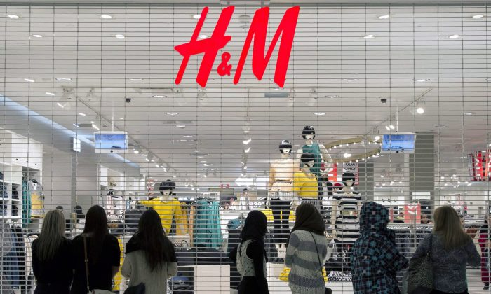 Shoppers wait for H&M to open. Retail sales are trending higher as consumers have money to spend. (The Canadian Press/Justin Tang)
