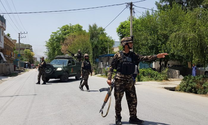 Afghan security forces arrive at an area where explosions and gunshots were heard, in Jalalabad city, Afghanistan, on July 28, 2018. (REUTERS/Parwiz)