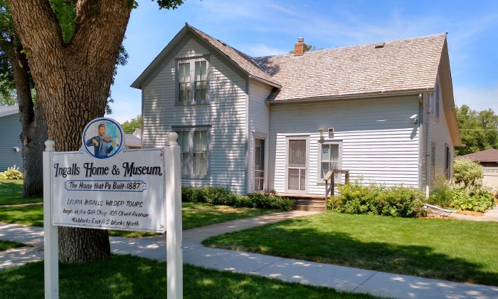 "Permanent and final home of Charles and Caroline Ingalls, built between 1887 and 1889 by Charles in De Smet, SD. The house is known in Laura Ingalls Wilder's writings as ""The House That Pa Built."" (Wikimedia Commons)"