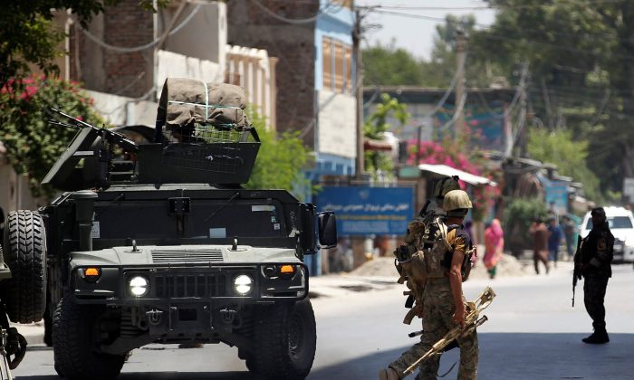 Afghan security forces arrive at an area where explosions and gunshots were heard, in Jalalabad city, Afghanistan, July 31, 2018.  (Reuters/Parwiz)