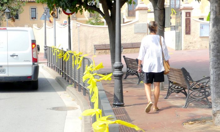 Yellow ribbons decorating railings in a street in Alella, near Barcelona, Spain, on Aug. 30, 2018. (Anna Llado/Special to The Epoch Times)
