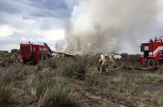 Firefigters and rescue personnel work at the site where an Aeromexico-operated Embraer passenger jet crashed in Mexico's northern state of Durango, July 31, 2018. (Proteccion Civil Durango/via REUTERS)