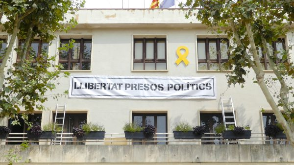 """Alella's city council building, with a yellow ribbon and a banner reading """"Free political prisoners,"""" on Aug. 30, 2018. Alella is located near Barcelona, Spain. (Anna Llado/Special to The Epoch Times)"""