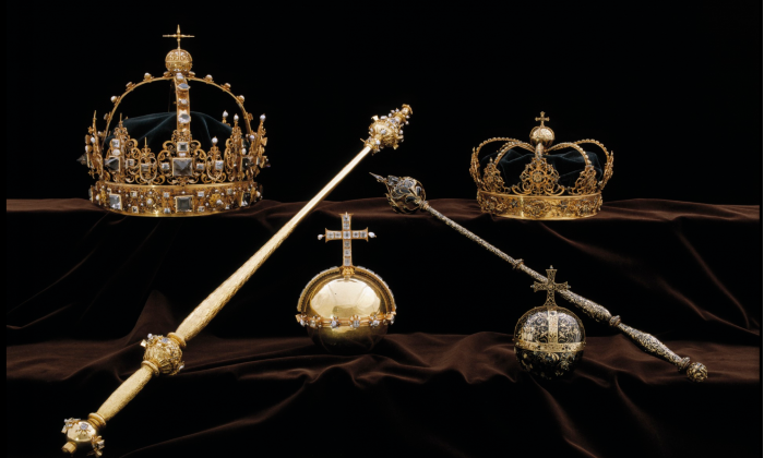 Swedish police are looking for thieves who took two crowns and a royal orb from a popular cathedral, before fleeing on a motorboat.(Sweden Police)