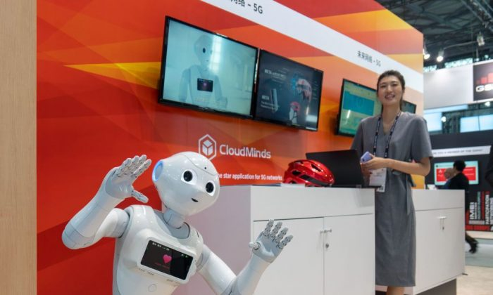 An AI robot developed by Chinese company CloudMinds, at the Mobile World Conference in Shanghai on June 27, 2018. (AFP/Getty Images)