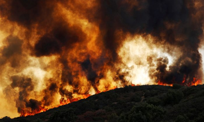 Wind-driven flames roll over a hill towards homes during the River Fire (Mendocino Complex) near Lakeport, California, U.S. August 2, 2018. (Reuters/Fred Greaves)
