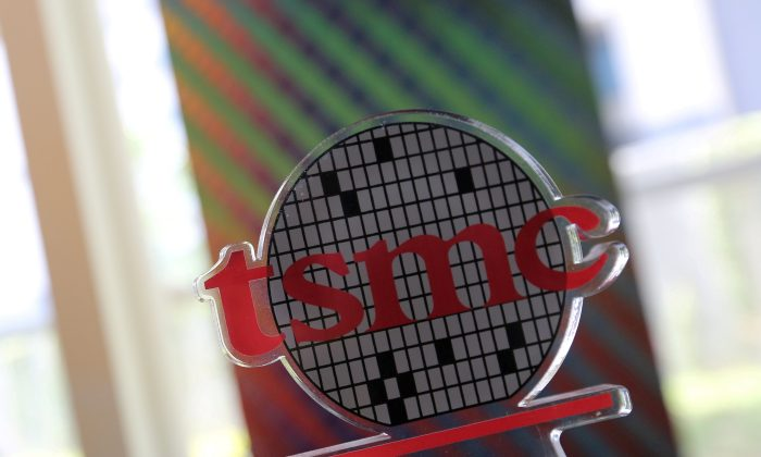 A logo of Taiwan Semiconductor Manufacturing Co. (TSMC) is seen at its headquarters in Hsinchu, Taiwan October 5, 2017. (Reuters/Eason Lam)