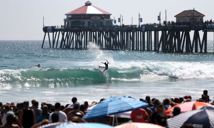 Kanoa Igarashi surfs for the crowd against Griffin Colapinto during the men's final heat at the Vans US Open of Surfing on August 5, 2018 in Huntington Beach, California. (Photo by Joe Scarnici/Getty Images)
