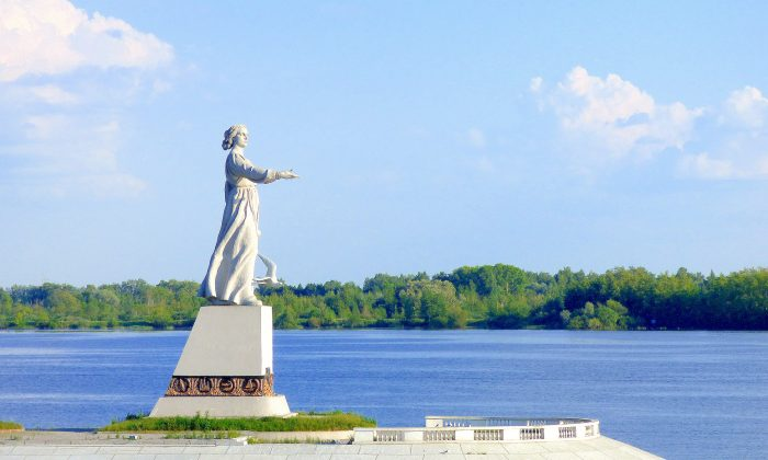 Statue of Mother Volga. (Manos Angelakis)