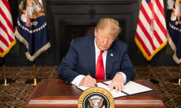 President Donald J. Trump signs an EO on Iran Sanctions in the Green Room at Trump National Golf Club on Aug. 5, 2018, in Bedminster Township, New Jersey.  (Official White House Photo by Shealah Craighead)