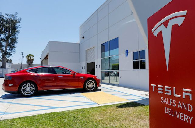 A Tesla sales and service center is shown in Costa Mesa, California on June 28, 2018. (REUTERS/Mike Blake)
