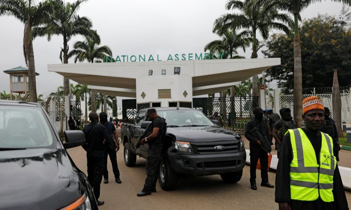 Members of security forces stand at the entrance of the National Assembly in Abuja, Nigeria August 7, 2018. (Reuters/Afolabi Sotunde)