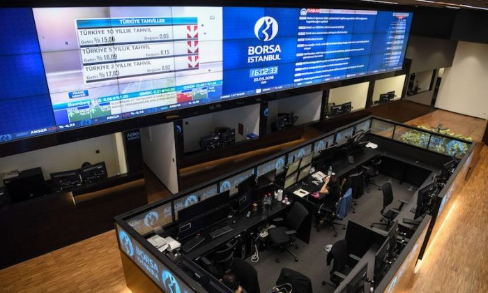 Traders work at their desks on the floor of the Borsa Istanbul on May 22, 2018 in Istanbul.      (Photo credit should read OZAN KOSE/AFP/Getty Images)