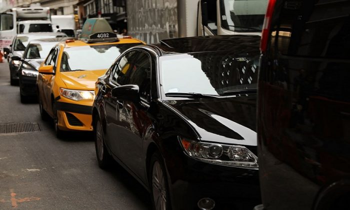 Cars drive through afternoon traffic on July 30, 2018 in New York City. (Spencer Platt/Getty Images)