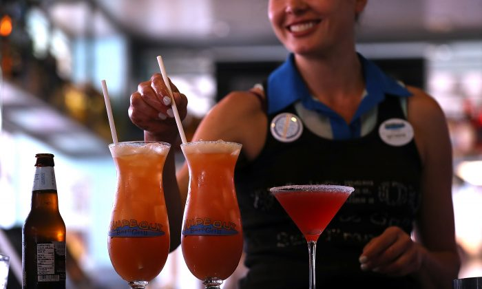 A bartender at Wipeout Bar & Grill makes cocktails on June 21, 2018 in San Francisco, California. (Photo by Justin Sullivan/Getty Images)
