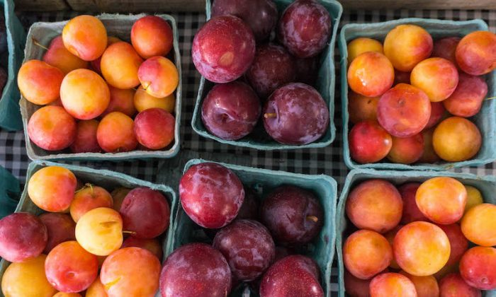 Summer fruits flash their colors at the Union Square Greenmarket in Manhattan. (Crystal Shi/The Epoch Times)