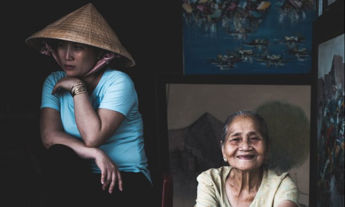 We should recognize that dementia is not only a brain disorder of the person suffering from it but also a social disorder that can be understood in a variety of different ways.(Jordi Ganduxe/Unsplash)