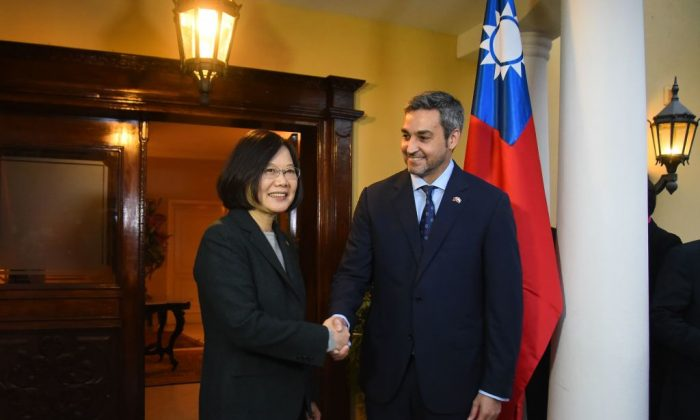 Paraguay's President-elect Mario Abdo Benitez (R) greets Taiwan's President Tsai Ing-wen at his house in Asuncion, on Aug. 14, 2018. (Norberto Duarte/AFP/Getty Images)