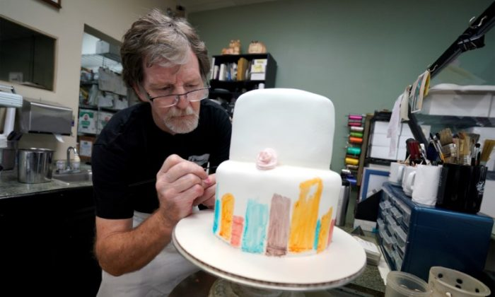Baker Jack Phillips decorates a cake in his Masterpiece Cakeshop in Lakewood, Colorado, on Sep. 21, 2017.  (Rick Wilking/Reuters)