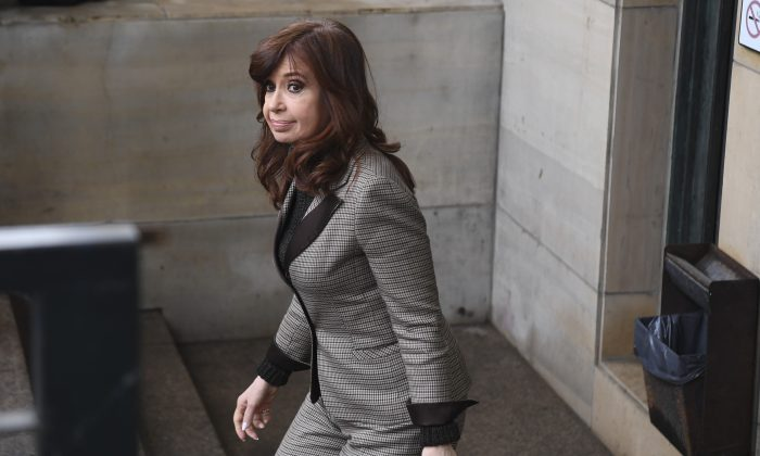Former Argentine President Cristina Kirchner leaves a federal court  in Buenos Aires on Aug. 13, 2018. (EITAN ABRAMOVICH/AFP/Getty Images)