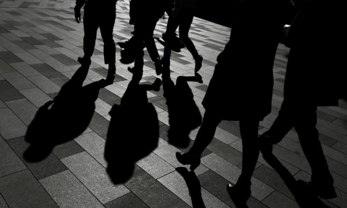 Workers cast shadows as they stroll among the office towers Sydney's Barangaroo business district in Australia's largest city, May 8, 2017.  (Reuters/Jason Reed)