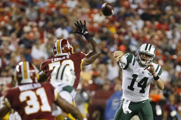 New York Jets quarterback Sam Darnold has a pass deflected by Washington Redskins defensive end Anthony Lanier in the second quarter.