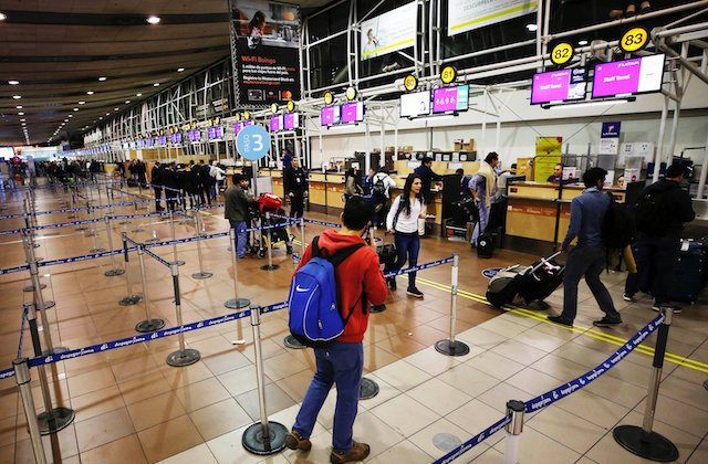 Passengers wait for check-in for their flights at the departures area of Latam airlines inside the international airport in Santiago, Chile  Aug. 16, 2018. (Reuters/Rodrigo Garrido)