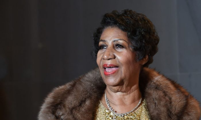 Aretha Franklin poses on the red carpet. (Molly Riley/AFP/Getty Images)