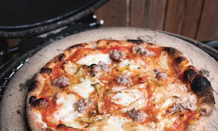 Kamado-Grilled Salsicca Pizza. (Ed Anderson)