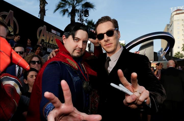 "Premiere of ""Avengers: Infinity War"" - Arrivals - Los Angeles, California, 23/04/2018 - Actor Benedict Cumberbatch poses with a fan in costume. (Reuters/Mario Anzuoni)"