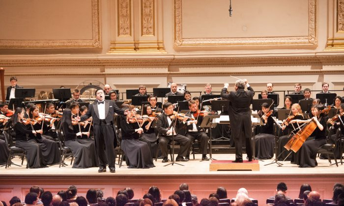 Shen Yun Symphony Orchestra performs at Carnegie Hall in New York on Sept. 18, 2015. (Larry Dye/The Epoch Times)