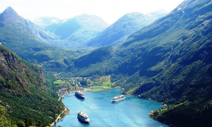 The view from Eagle's Bend, high above Geiranger, Norway. (John M. Smith)