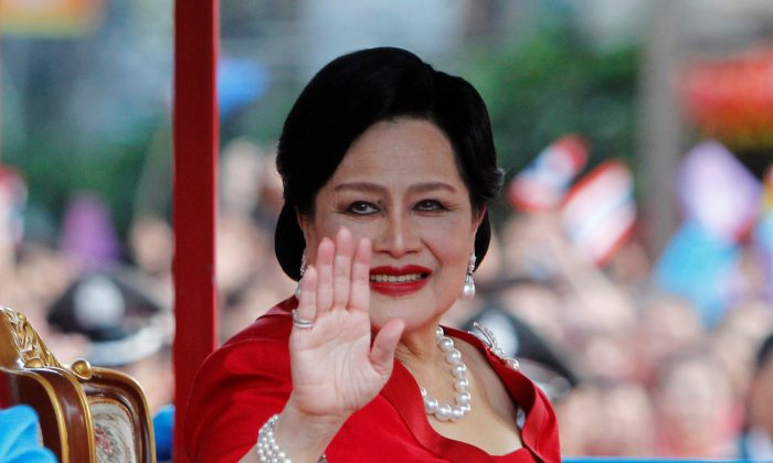 File photo: Thailand's Queen Sirikit waves to people during her arrival in Chinatown for Lunar New Year celebrations in Bangkok January 23, 2012. (Reuters/Sukree Sukplang/File Photo)