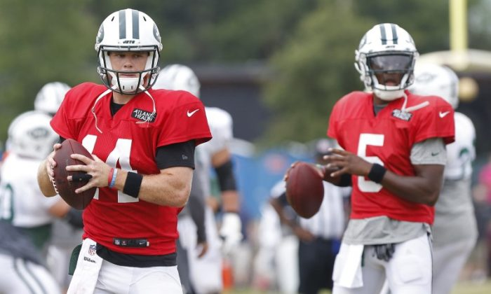 New York Jets quarterback Sam Darnold and New York Jets quarterback Teddy Bridgewater participate in drills during a joint practice with the Washington Redskins. (Geoff Burke/USA Today Sports)
